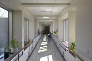Les Résidences Roch-Pinard sont reliées par une passerelle à la Résidence Berthiaume-Du Tremblay vous permettant de circuler aisément à l'abri des intempéries.